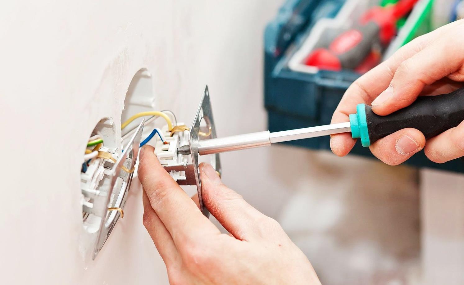 Установка розеток и выключателей от пола по евростандарту и ПУЭ, выбор места расположения электроприборов