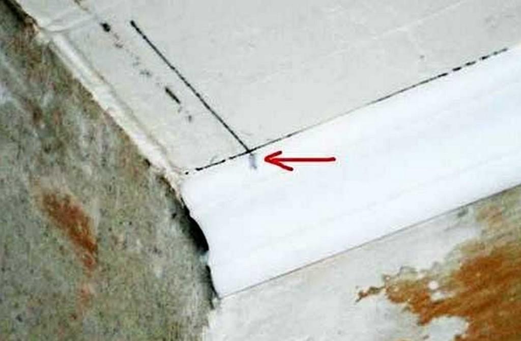Как правильно оформить углы на потолочном плинтусе